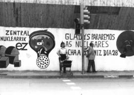1983-03_Mural antinucleares